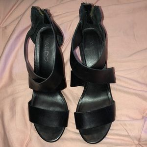Black Aldo platform wedges. Used in good condition